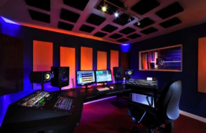 Bij Fourteen Vocies worden alle stemacteurs opgenomen in een professionele geluidsstudio.