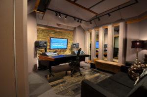 Neem je voice-over op in de professionele studio van Fourteen Voices.